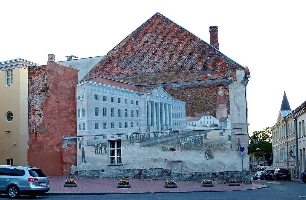 Официальное городское граффити на брандмауэре старинного дома фон Бока